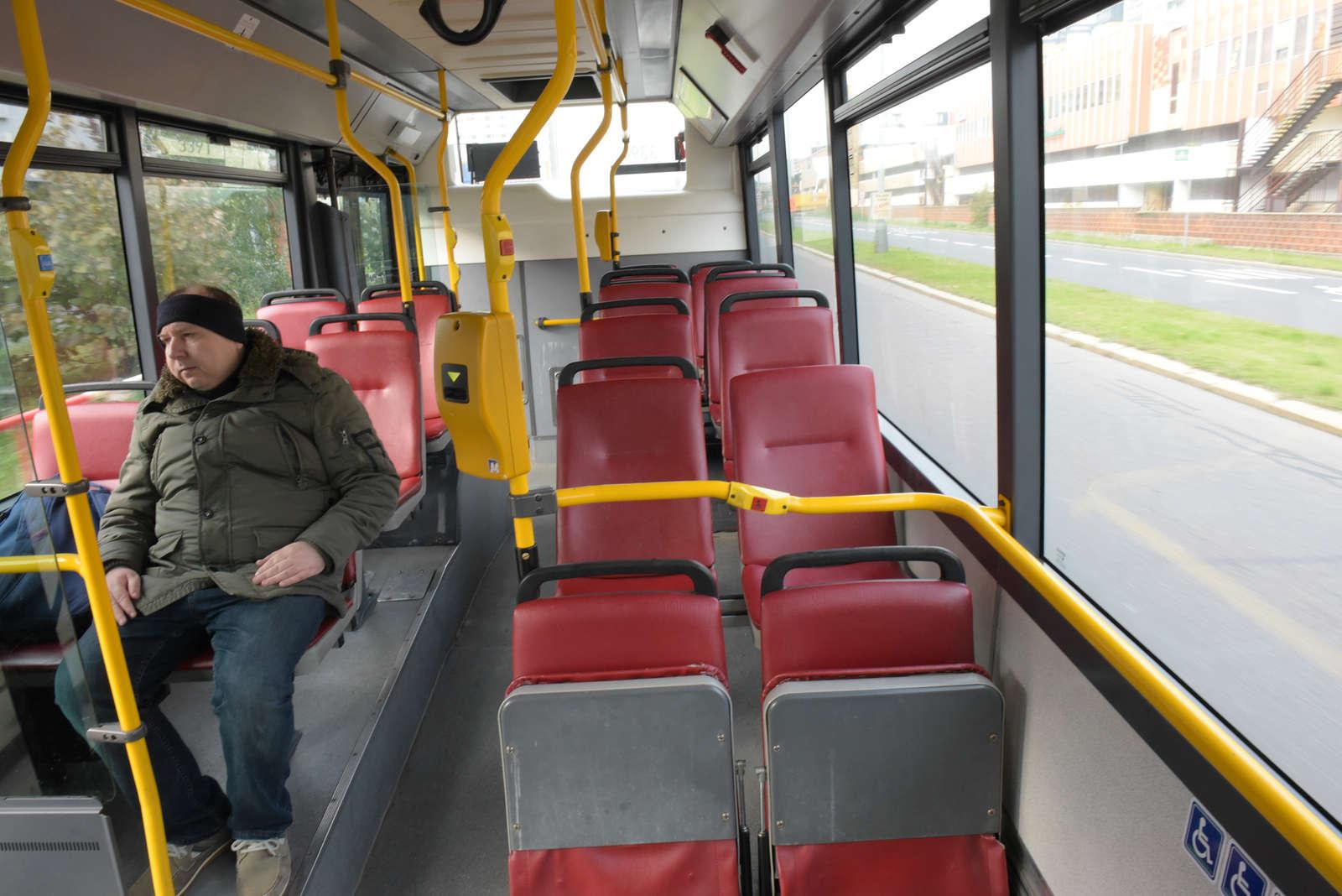 Polední bus