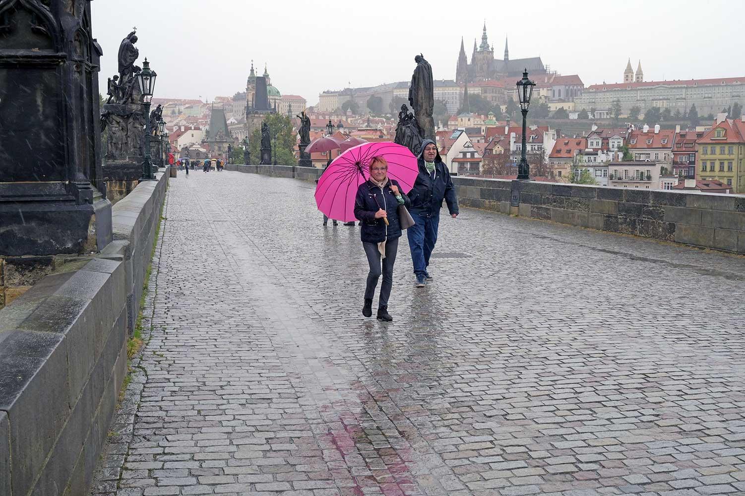 Turistika inhibovaná koronavirovou epidemií a deštěm