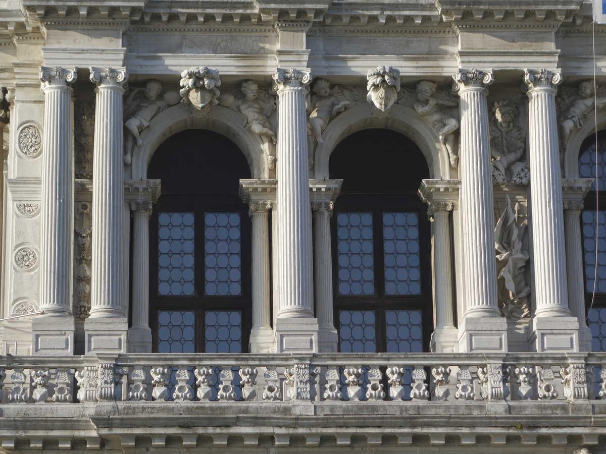 Benátky, Palazzo Ca'Pesaro, piano nobile