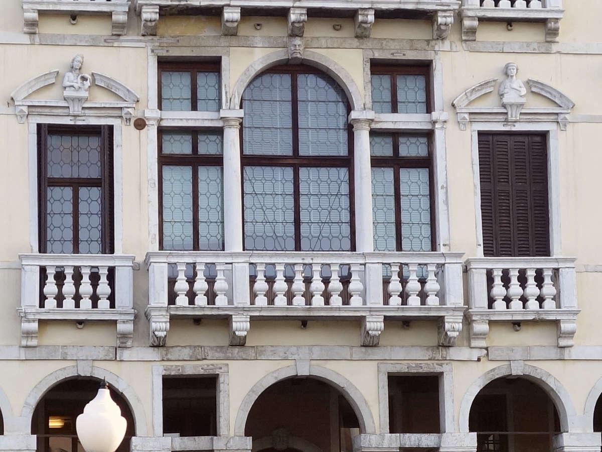 Benátky, Palazzo Michiel delle Colonne
