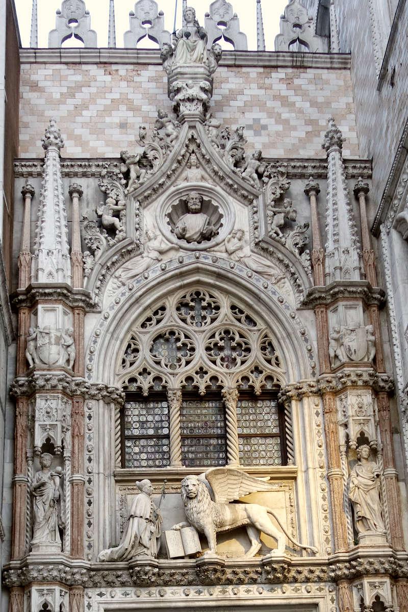 Benátky, Porta della Carta