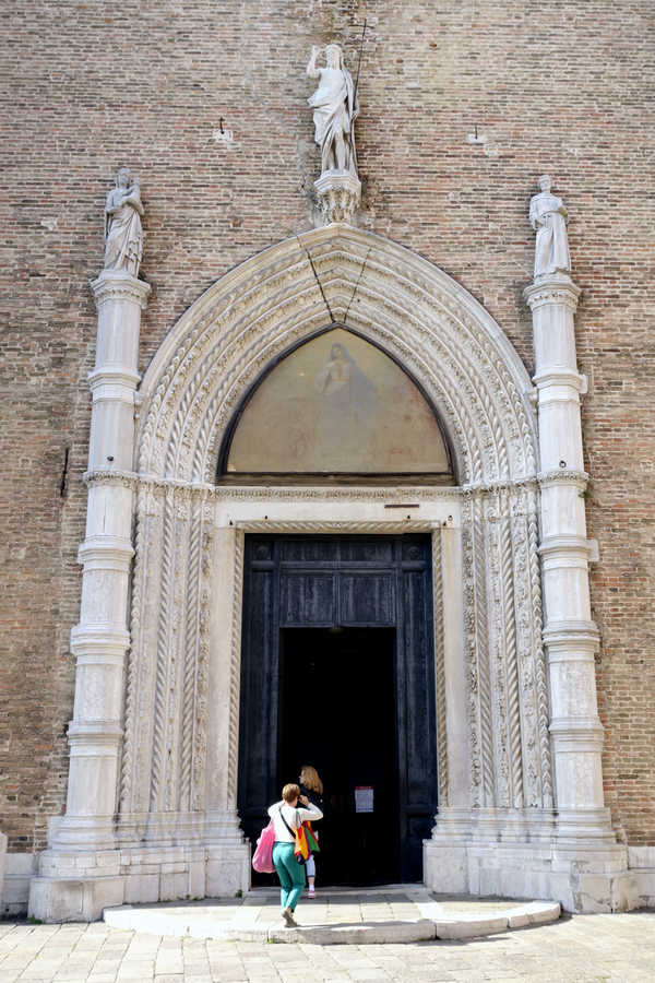 Benátky, Santa Maria Gloriosa dei Frari