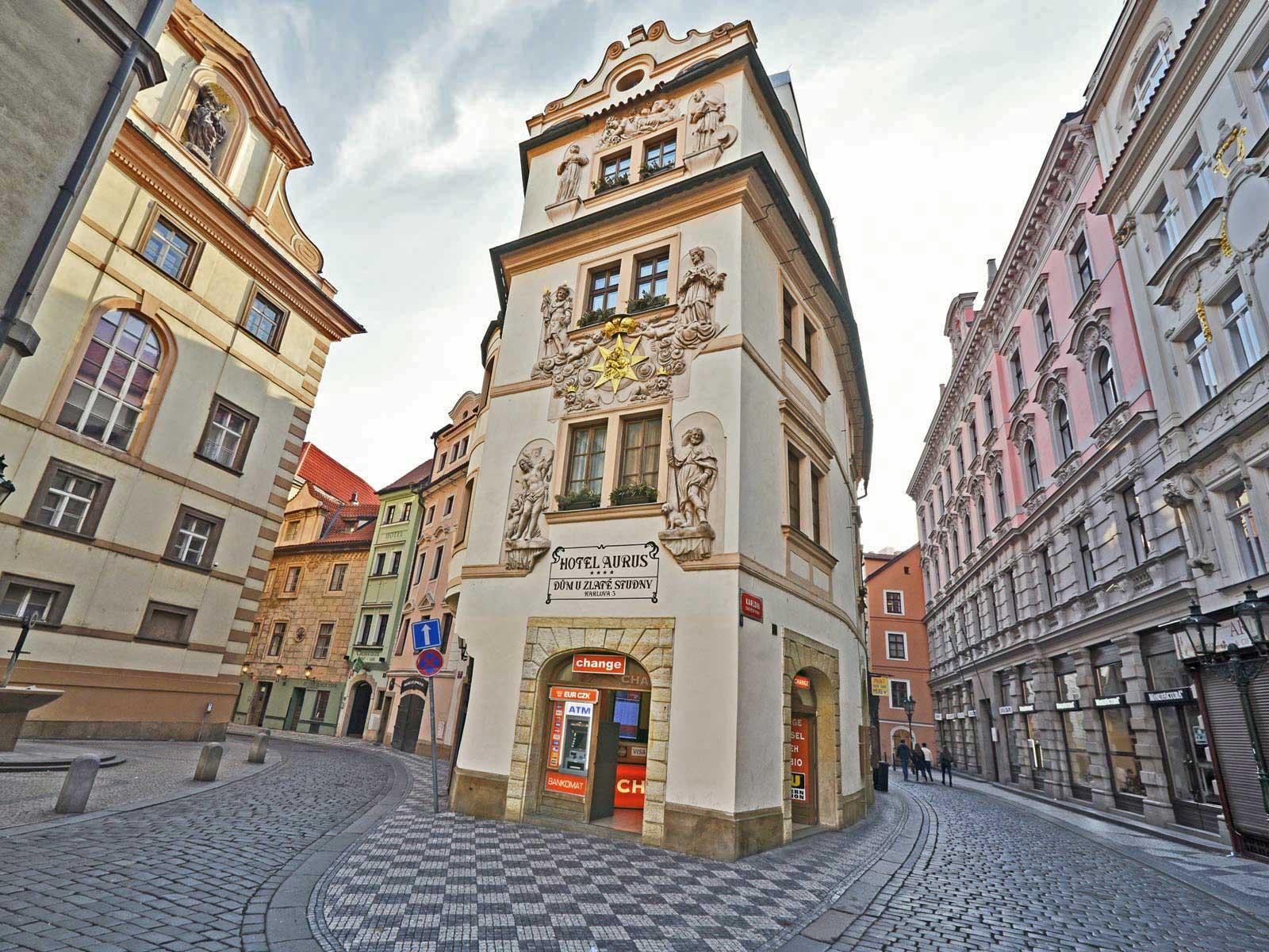 Karlova ulice, dům U Zlaté studny