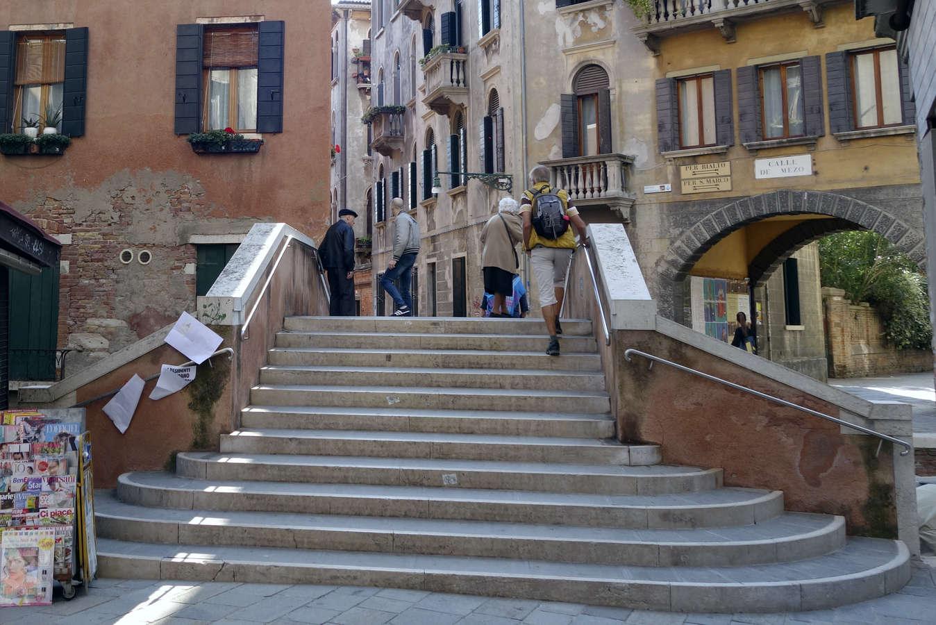 Benátky, Ponte Canal Calle de Mezo